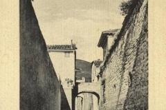 LUNGO-LE-MURA