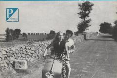 1952-1-PUBBLICITA-VESPA-PIAGGIO-CON-ANTONELLA-LUALDI-IN-CANI-E-GATTI-