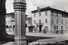 167532 a pisa santa croce dell'arno piazza matteotti animata bici vg 1954