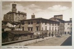7451942 - pisa - volterra - piazza della dogana - auto d'epoca e distributore pompa benzina -